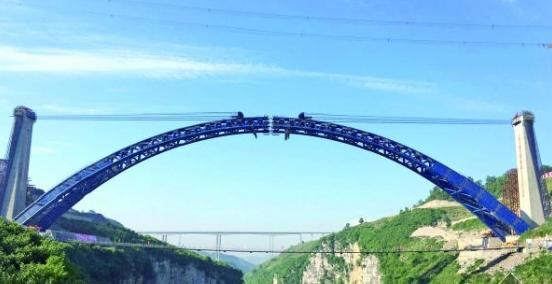 全焊结构,目前跨度最大的上承式钢管混凝土拱拱桥.